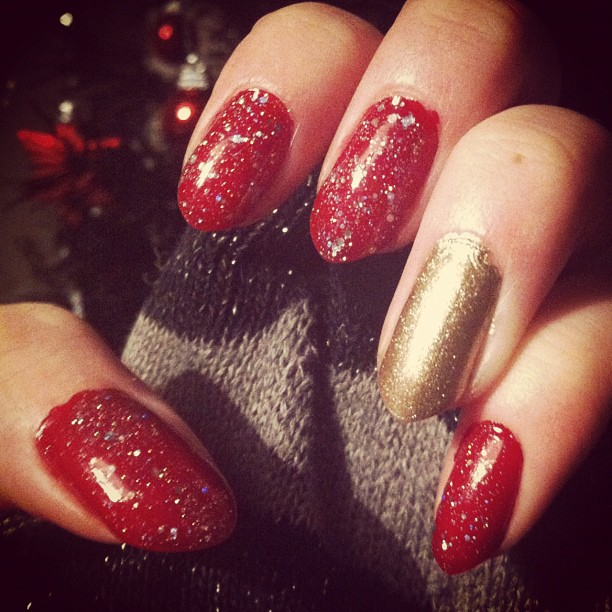 the search for the perfect christmas nails aliceinthelookingglasscom stylist shopper blogger - Red Christmas Nails